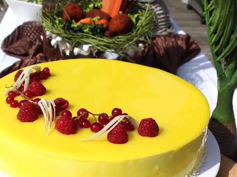 Helpot ja vaivattomat syntymäpäivät, kun on catering hoitamassa juhlien tarjoilut.