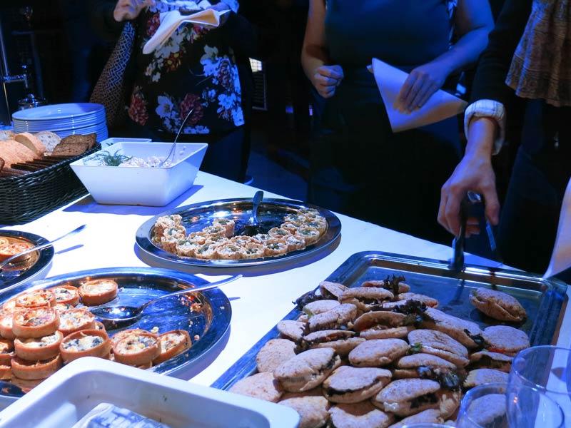 Yritystilaisuus, seminaari tai asiakastilaisuus, tilaa herkullinen ruoka joka muistetaan.
