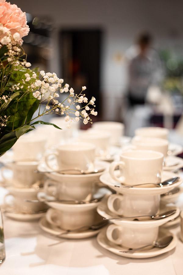 Muistotilaisuus, kahvipöytä